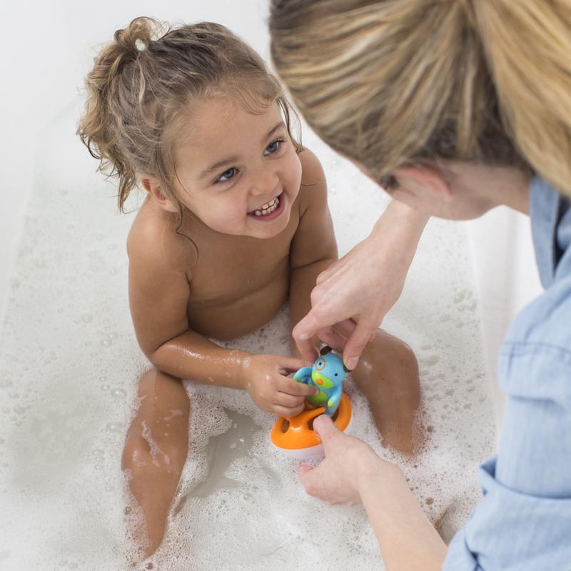 SKIP HOP Zoo hračka do vody Psík na vodnom skútri 12m+