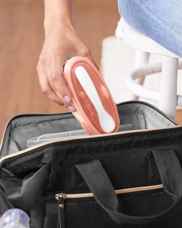 SKIP HOP Miska s lyžičkou v ochrannom puzdre Easy Serve Coral 240 ml, 3 m+