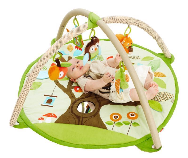 SKIP HOP Deka na hranie 5 hračiek, vankúšik Treetop Friends green-brown 0 m+